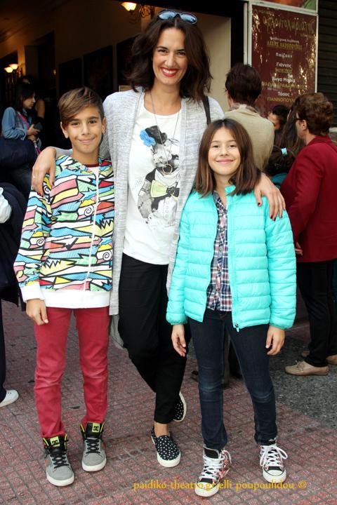 Νόνη Δούνια με τα παιδιά της