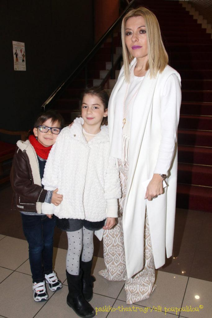 Έλσα Τόλη με τα παιδιά της