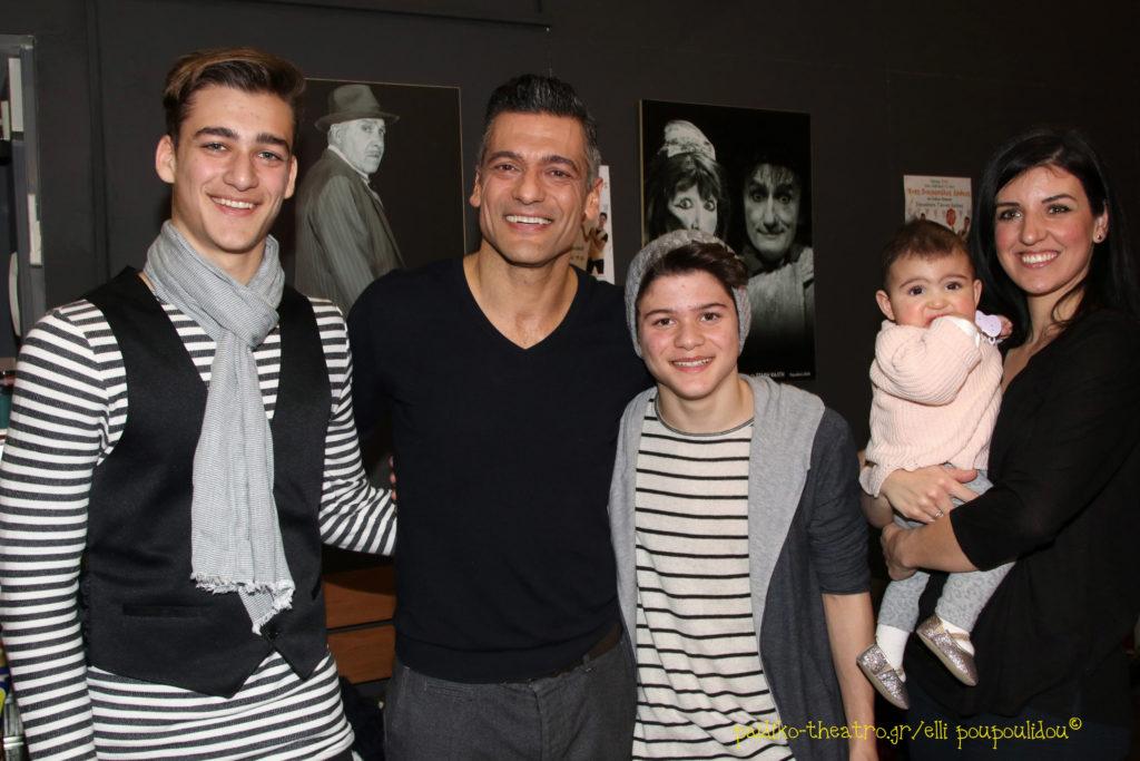 Στέλιος Κρητικός με την οικογένειά του