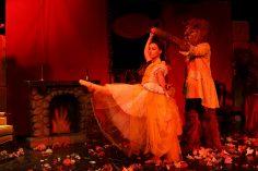 Ιντεάλ «Η Πεντάμορφη & το τέρας»